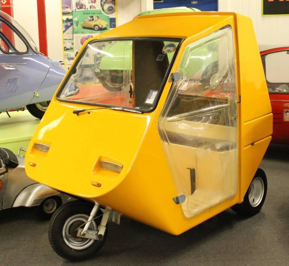 Arola three-wheeler car